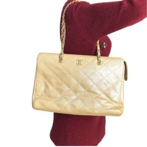 💎Iridescent💎caviar Quilted zipper Chanel tote